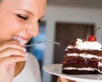 Почему женщина любит сладкое? id1070082257